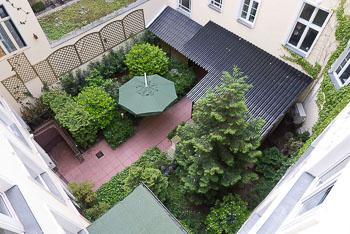 02_Okonek-courtyard2.jpg