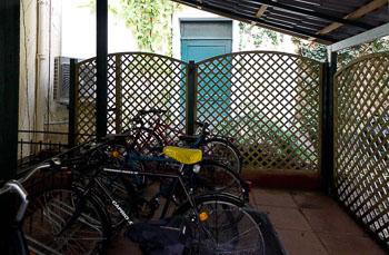 18_Okonek-courtyard2.jpg