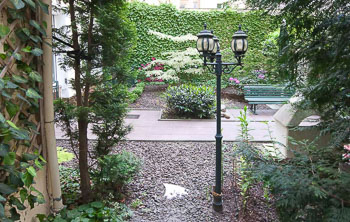 31_Okonek-courtyard2.jpg