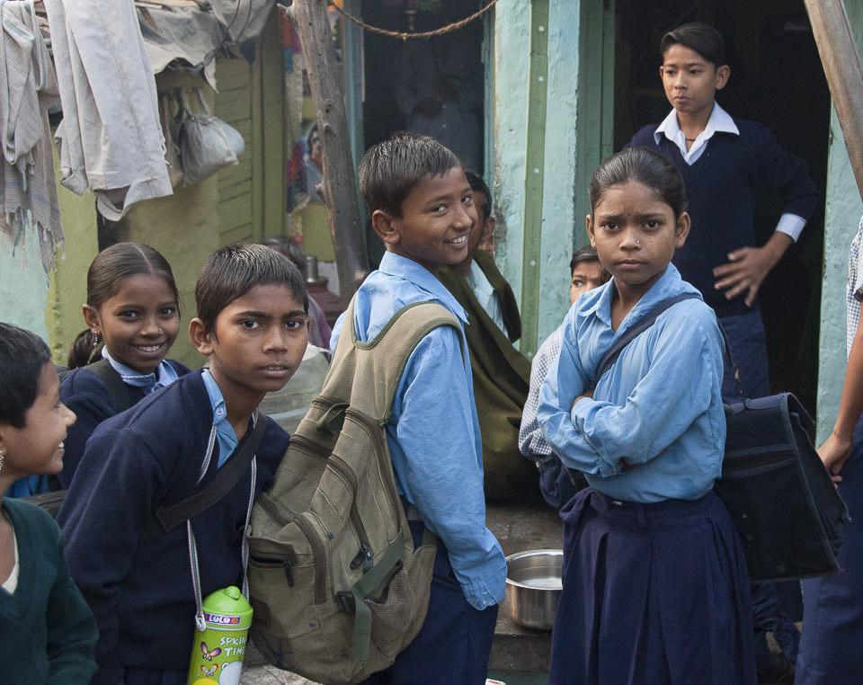 Schulkinder im Slum von Vasant Kunj. |  |